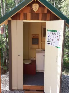 Modern Outhouse/ no smell!!