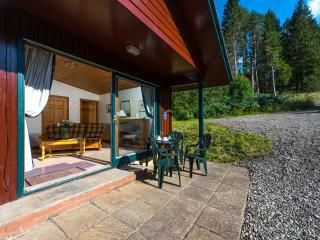 Beautiful 4 star chalet with mountain views, Crianlarich