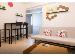 Downtown 2-Bdr apt 1-7 ppl MTR, Hong Kong