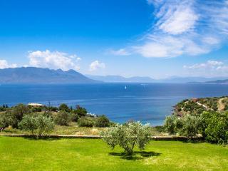 Auf Ägina, eine atemberaubende Sicht auf die Peloponnes, Perdika