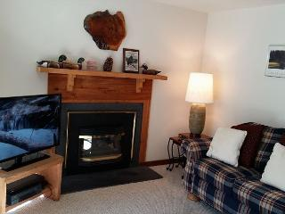 Cozy Sunriver Condo Inviting Views in a Peaceful Setting On the Golf Course