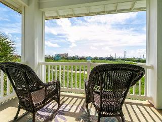 Spacious Port A Condo with Pool Views - One Block to the Beach!