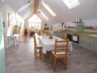 Hawthorn Cottage - Ultra modern Eco house with stunning views., Porthcothan