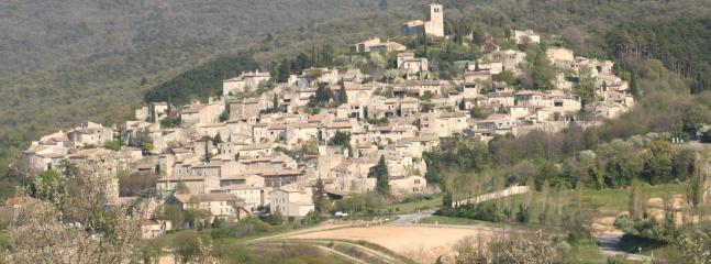 Village médiéval de Mirmande accessible en 5 minutes à pied du gîte