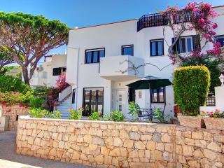 Villa Bella - walking distance to the beach, Almancil