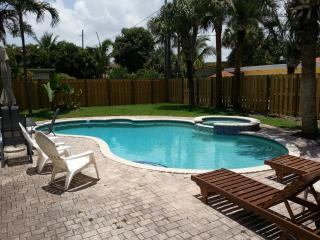 Beach area home with secluded backyard pool and hot tub 1 block from beach, Pompano Beach