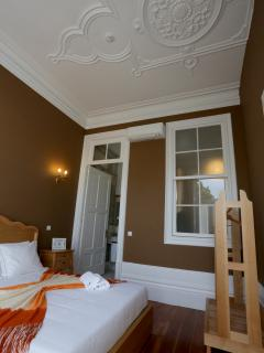 double room with private bathroom and balcony, linen 100% cotton, brown walls, white stucco ceiling,