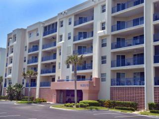 Beautiful, Spacious Beach Condo, New Smyrna Beach