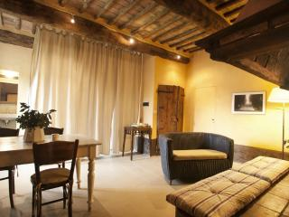 One bedroom apartment in Tuscan villa with pool near San Galgano Abbey, Siena.