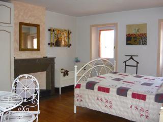 A la vieille cure : chambre Amande, Annonay
