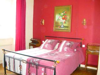 A la Vieille Cure: chambre Chataigne, Annonay