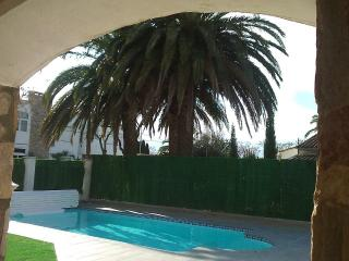 Very nice villa with private pool and garden, Empuriabrava