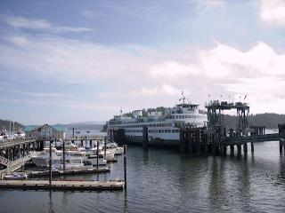 Yakima Suite at the Friday Harbor Ferry Landing! Incredible Location, View