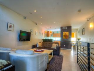 3-Bedroom Villa with Stunning Rooftop Deck, Miami Beach
