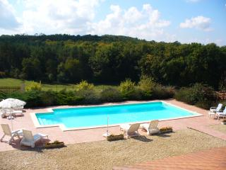 Perigordian Villa with private pool, ensuite bedrooms Brantome Dordogne France