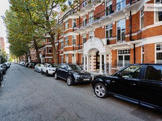 2 bed flat, Iverna Gardens, Kensington, London