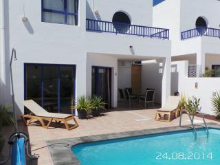 Villa Ruby Lucas internet, english tv, heated pool, aircon