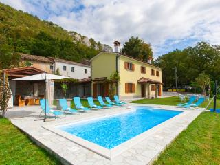 4 bedroom villa with a stunning view over istrian hills, Boljun