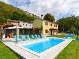 4 bedroom villa with a stunning view over istrian hills, Boljun
