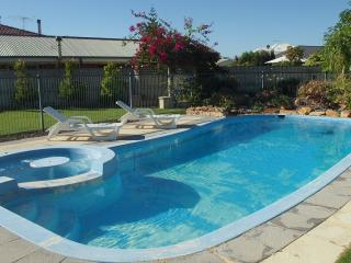 Quinns Retreat  Pool Wi Fi  Foxtel A/c Walk To Beach