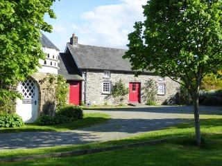 Welsh cottage for 4, wifi, games room, BBQ, 2 dogs