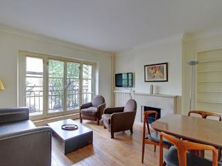 Two Bedrooms Marais Pont Marie near Ile St Louis, París