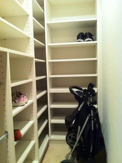 Shoe room at the entry. Can also be used for child stroller, wheelchairs, ect...