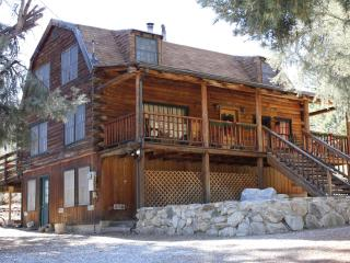 WALK TO VILLAGE | Sleeps 8, Pine Mountain Club