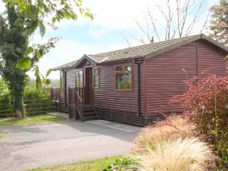 20 BORWICK HEIGHTS, lake views, en-suite facilities, child-friendly lodge near C