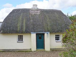 LITTLE GRAIGUE, ground floor detached, enclosed lawned garden, games room, pet-friendly, near Cullenstown, Ref 917429, Carrig-on Bannow