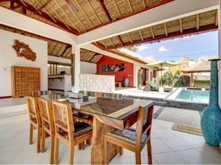 Villa AVA - Charming 4BR & Private Pool Villa in Umalas, 5min away from Seminyak, Kerobokan