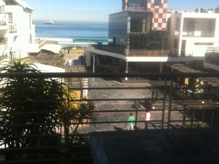 Sea side Apartment on Beach Strip, Cape Town