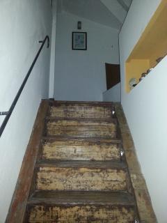 Scala originale in legno per la terrazza
