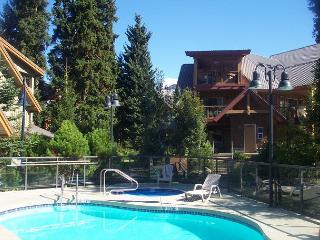 120 Glaciers Reach a 2br with hot tub & pool in Whistler Village