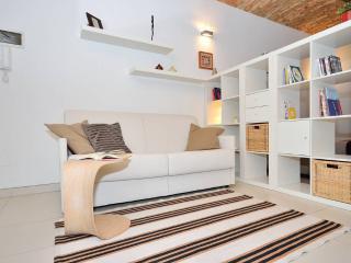 il divano si trasforma in un comodo letto matrimoniale