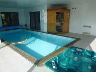 27686 Seaside Brittany villa with indoor pool