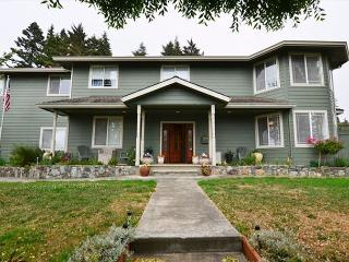 New & Spacious 6 Bdrm Bella Vista on the Hill awaits you!, McKinleyville