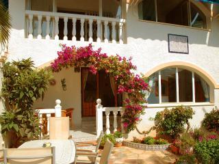 Casa Familia lovley villa apartment in calpe, Calpe
