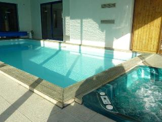 27685 Brittany villa with private indoor pool