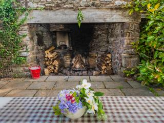The courtyard fireplace. Perfect for late summer evenings star-gazing and toasting marshmallows