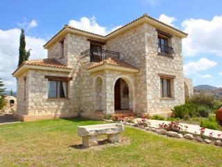 Η Villa Κάστρο, Argaka