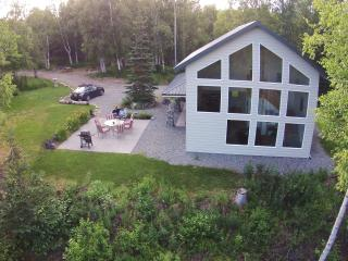 Rose Ridge: Vacation Chalet with a View!