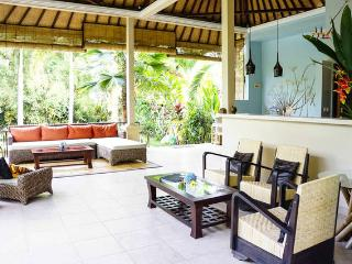 Family Oasis in Ubud-Quiet & Close 2br+2ba, Pool