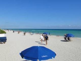 ON THE BEACH IN SUNNY ISLES / BEST LOCATION / *, Sunny Isles Beach