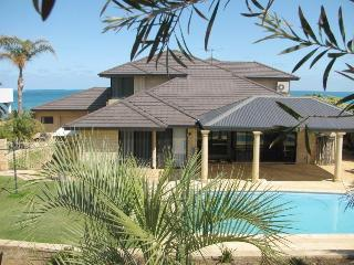 LARGE OCEAN VIEW HOME SLEEPS 10, Mindarie
