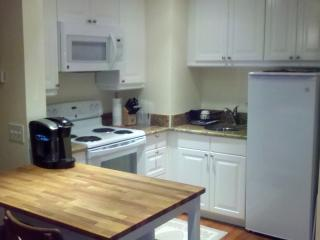 Private One-Bedroom Apartment Close to State and N, Tropic