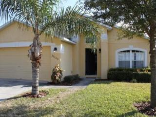 5 Bedroom Pool and Spa Home with Privacy Fence. 17700WW