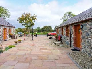 POPPY COTTAGE, romantic, country holiday cottage, with a garden in Caeathro, Ref