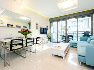 Stunning 4 bed home steps to beach! - Ben Yehuda, Tel Aviv