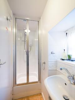 Small shower room in Courtyard Cottage